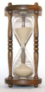 640px-Wooden_hourglass_3