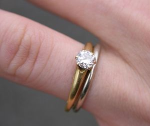 800px-Wedding_and_Engagement_Rings_2151px